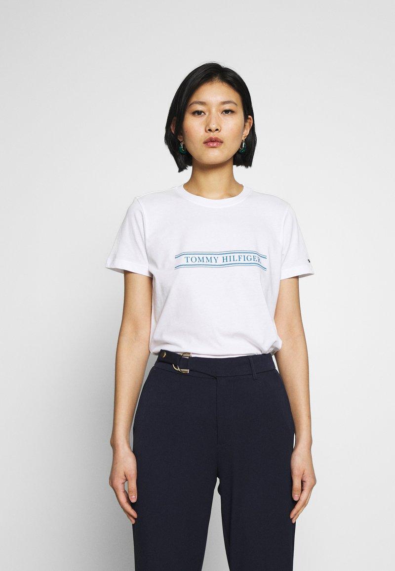 Tommy Hilfiger - REGULAR - T-shirts med print - white