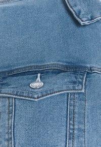 Vero Moda Curve - VMHOT SOYA JACKET - Denim jacket - light blue denim - 6