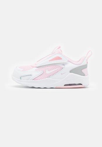NIKE AIR MAX BOLT UNISEX - Trainers - pink foam/white/metallic silver