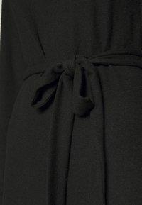 Topshop - CUT AND SEW BELT MIDI - Vestido de punto - black - 5