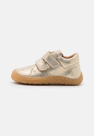 MINNI - Zapatos con cierre adhesivo - gold