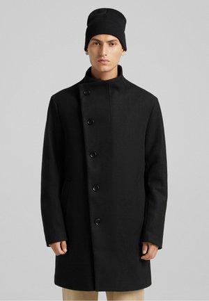 MIT ROLLKRAGEN  - Short coat - black