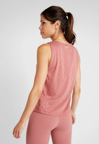 Casall - CROSSWAYS TEXTURED TANK - Toppi - calming red - 2