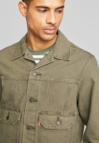 Levi's® - IRONIC ICONIC TRUCKER - Giacca leggera - olive night - 4