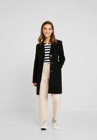 Vero Moda Petite - VMCALA CINDY JACKET - Zimní kabát - black - 1