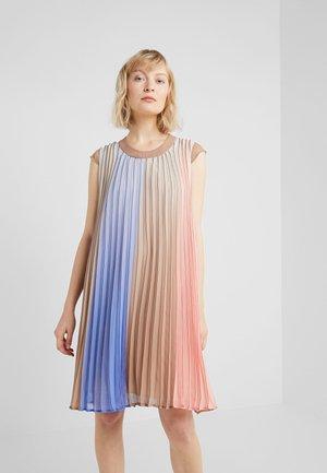 ISABELLE PLEATED DRESS - Denní šaty - multi color
