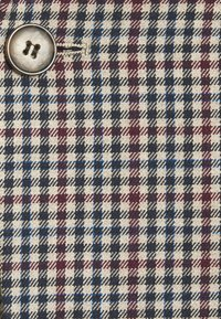 Isaac Dewhirst - BOLD VINTAGE CHECK SUIT - Garnitur - red check - 12