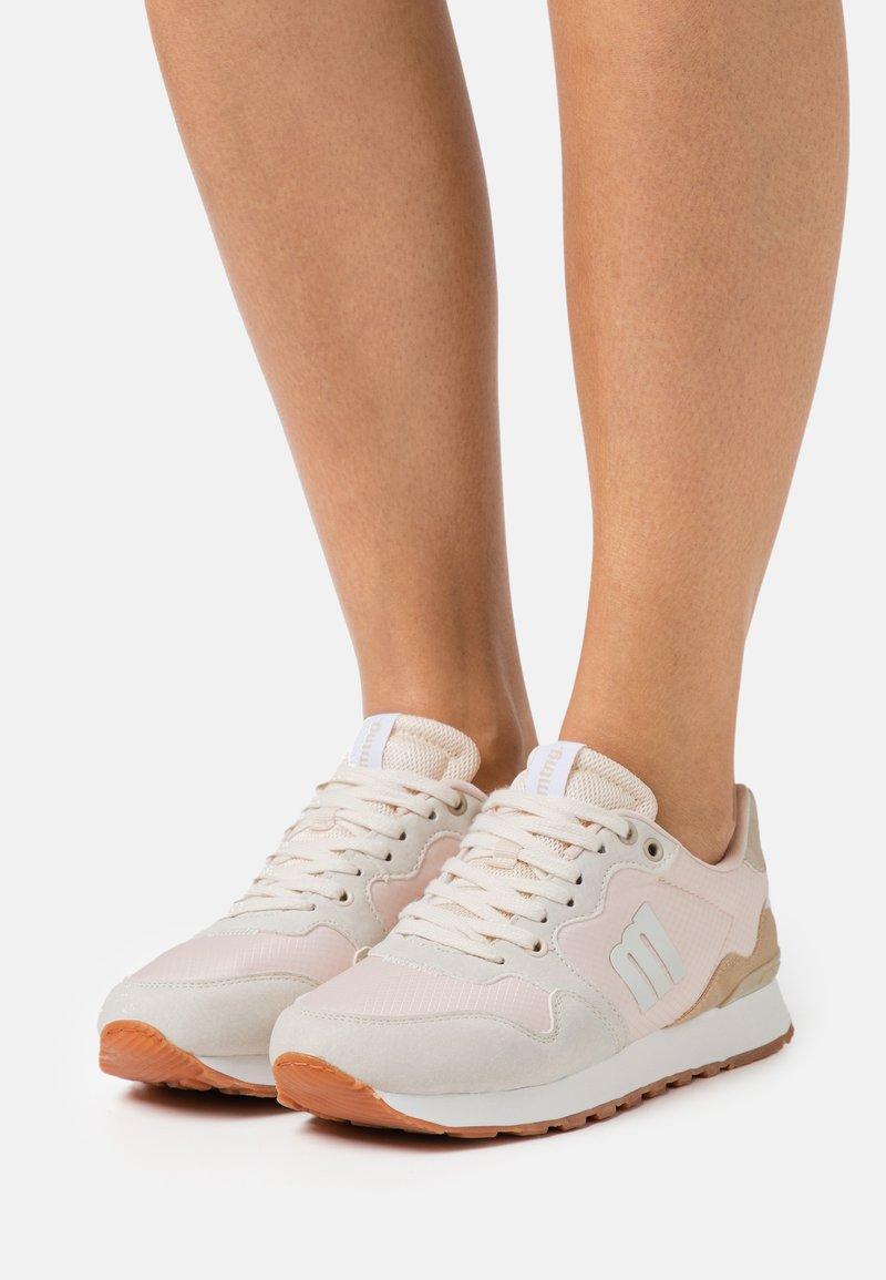 mtng - JOGGO - Sneakersy niskie - beige