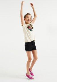 WE Fashion - Triko spotiskem - off white - 1