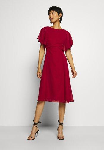 Sukienka koktajlowa - rio red