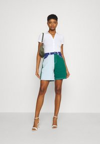 Missguided - FRAYED - Jeansshorts - green - 1