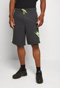 Nike Sportswear - FESTIVAL ALUMNI - Shorts - dark smoke grey/volt/volt - 2