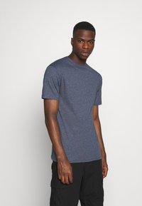 Newport Bay Sailing Club - MULTI TEE MARLS 7 PACK - T-shirt basique - dark blue/dark grey/bordeaux/tan/dark olive - 4