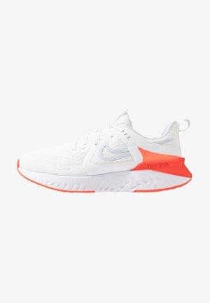 LEGEND REACT 2 - Neutral running shoes - white/half blue/bright crimson/pure platinum