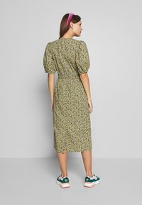 JUST FEMALE - DOVE DRESS - Kjole - black/yellow - 2