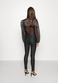Noisy May - NMCALLIE SKINNY COATED PANTS - Jeans Skinny Fit - black - 2