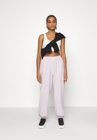 NA-KD - NA-KD X ZALANDO EXCLUSIVE - SPORTY FABRIC PANTS - Tracksuit bottoms - lilac - 1