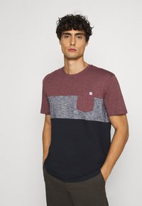 TOM TAILOR - CUTLINE - T-shirt med print - dusty wildberry red - 3