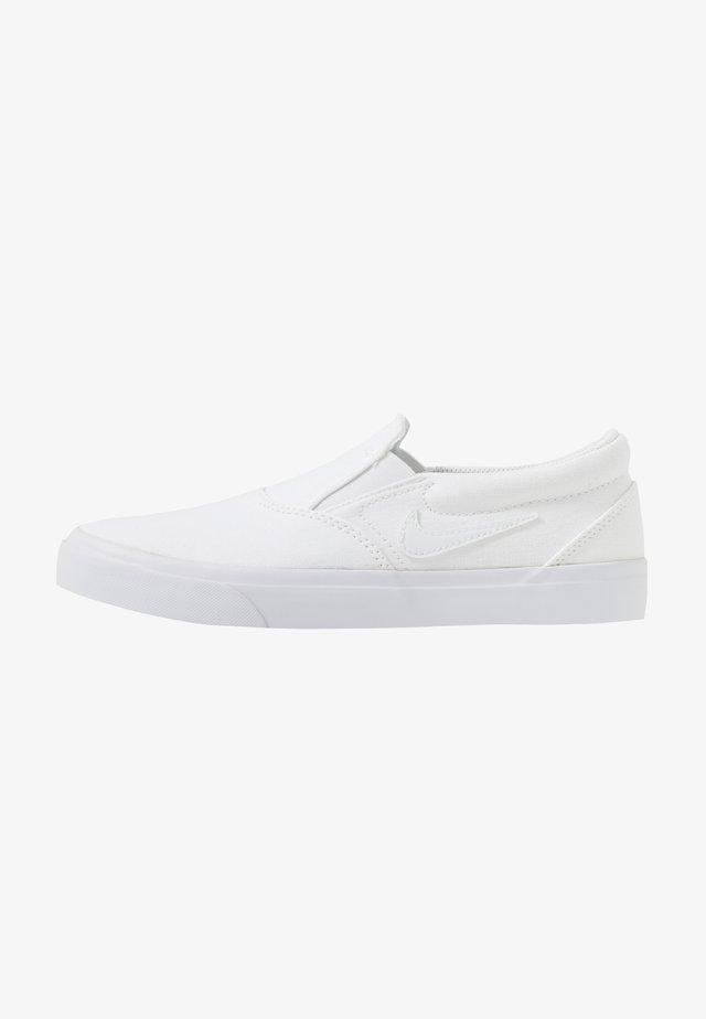 CHARGE - Loaferit/pistokkaat - white