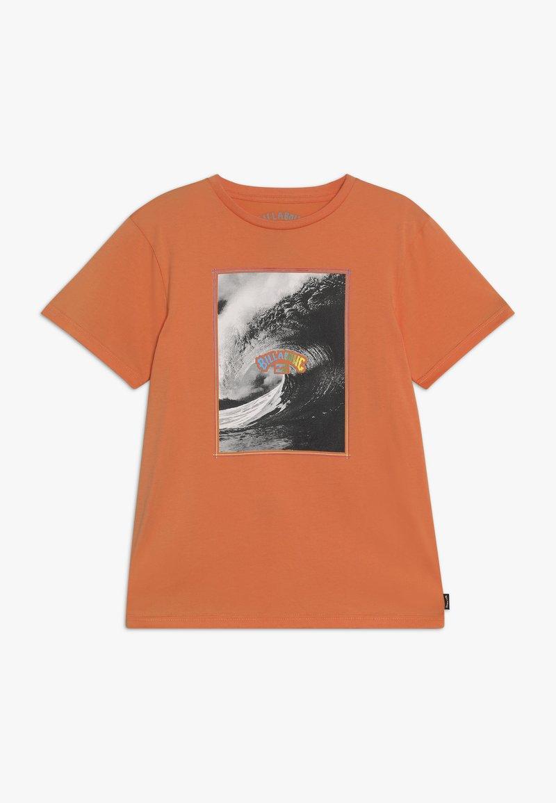 Billabong - THE INSIDE TEE - Camiseta estampada - sunset
