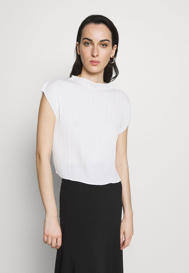 MUSHROOM PLEATED MOCK NECK TANK - Pusero - white