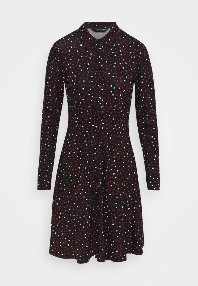 HEART PRINT DRESS - Robe chemise - black