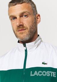 Lacoste Sport - TRACK SUIT - Verryttelypuku - bottle green/white - 6