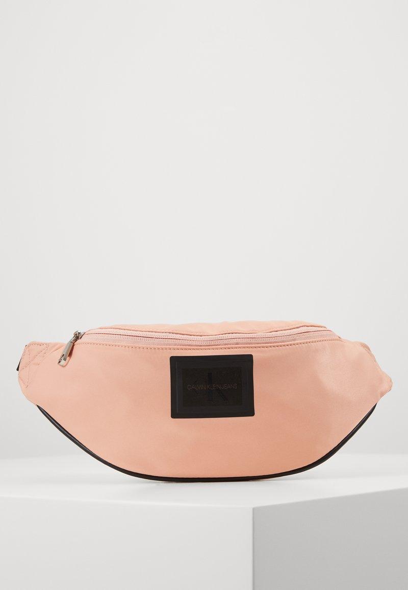 Calvin Klein Jeans - SLEEK STREETPACK - Heuptas - pink