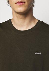 HUGO - DERO - T-Shirt basic - dark green - 4