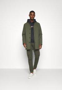s.Oliver - Pantaloni cargo - khaki/oliv - 1