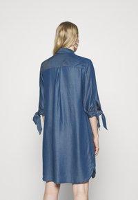 comma - Denimové šaty - dark blue - 2