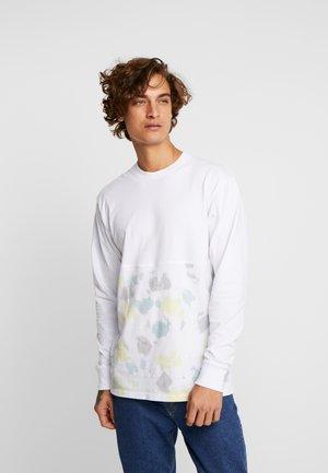 ELEVATED TIE DYE - Långärmad tröja - white