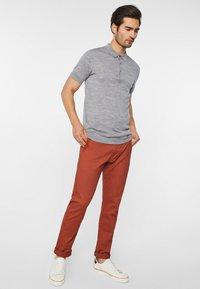 WE Fashion - EFFEN  - Chinot - red - 1