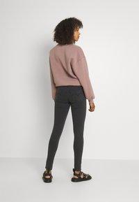 Levi's® - 710 SUPER SKINNY - Jeans Skinny Fit - black - 2