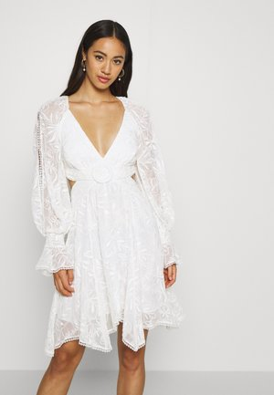 EMB YORYU DRESS - Sukienka koktajlowa - white