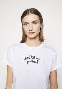 Pinko - ETIMOLOGIA - T-shirt imprimé - white - 4