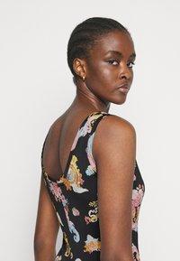 Versace Jeans Couture - LADY DRESS - Vestito di maglina - black - 3