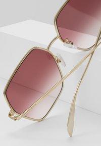 Alexander McQueen - Sunglasses - gold/red - 3
