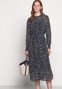 Bruuns Bazaar - HAZE MIRRAH DRESS - Košilové šaty - night sky - 5