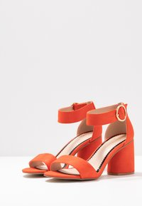 Miss Selfridge Wide Fit - WIDE FIT BLOCK HEEL BARELY THERE - Sandals - orange - 4