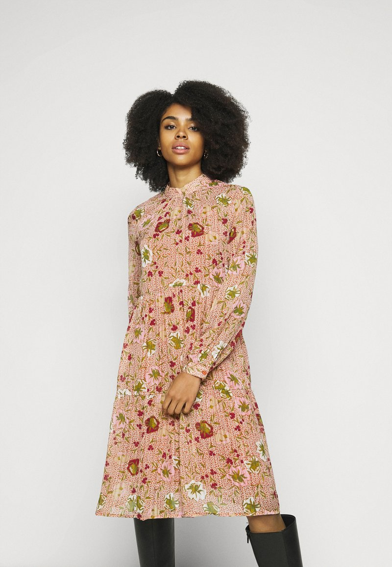 Vero Moda Petite - VMCILLE DRESS  - Day dress - auburn