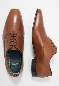Burton Menswear London - BANKS OXFORD - Smart lace-ups - tan - 1