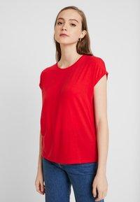 Vero Moda - VMAVA PLAIN - T-shirt basic - goji berry - 0