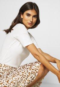 Esprit - CORE - T-shirt basic - off white - 3