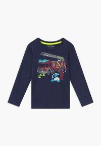Blue Seven - KIDS FIRE TRUCK POLICE CAR DIGGER 3 PACK  - Langærmede T-shirts - bordeaux/blau/nebel - 2