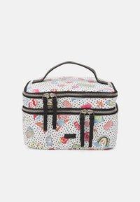 PARFOIS - MULTIPURPOSE PURSE VALENTINE XL - Kosmetická taška - white - 0