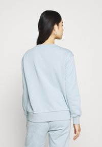 KnowledgeCotton Apparel - DAPHNE BASIC BADGE - Sweater - blue fog - 2