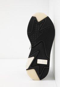 Puma - RS-X TECH - Sneakersy niskie - black/vaporous gray/white - 4