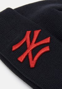 New Era - BABY LEAGUE ESSENTIAL CUFF UNISEX - Čepice - black/red - 2