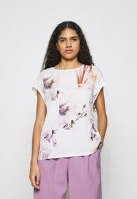 Ted Baker - LYLIE - T-shirt imprimé - white - 0